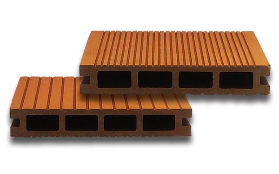 Pavimenti esterni, legno e granito per una casa moderna ed elegante