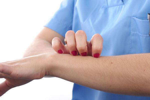 Dermatite: cause, sintomi e trattamenti